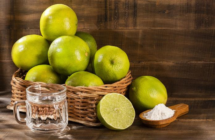 ▲檸檬酸對於鹼性汙垢,例如水垢、尿垢等,都有不錯的清潔效果。(圖/信義居家提供)