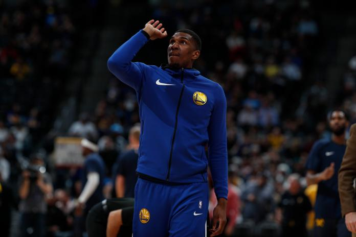 Golden State Warriors forward Kevon Looney (5), r m