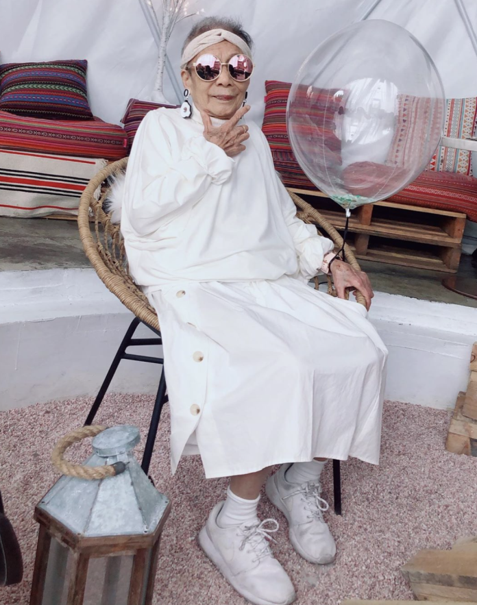 台灣高齡網紅91歲潮嬤總是一身潮牌服裝,有型的打扮引起網友討論。(IG: moonlin0106)