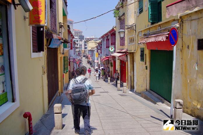 <br> ▲福隆新街曾是澳門最熱鬧的街道之一,古色古香的建築則成為現在年輕人最愛的打卡景點。(圖/記者陳致宇攝)