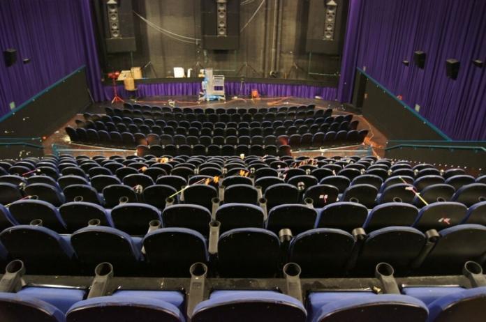 ▲美國網傳有槍手打算在《小丑》上映當天,於電影院發動大規模槍擊。圖為 2012 年「黑暗騎士:黎明昇起」上映時,發生槍擊案的科羅拉多州劇院。資料照。(圖/美聯社/達志影像)