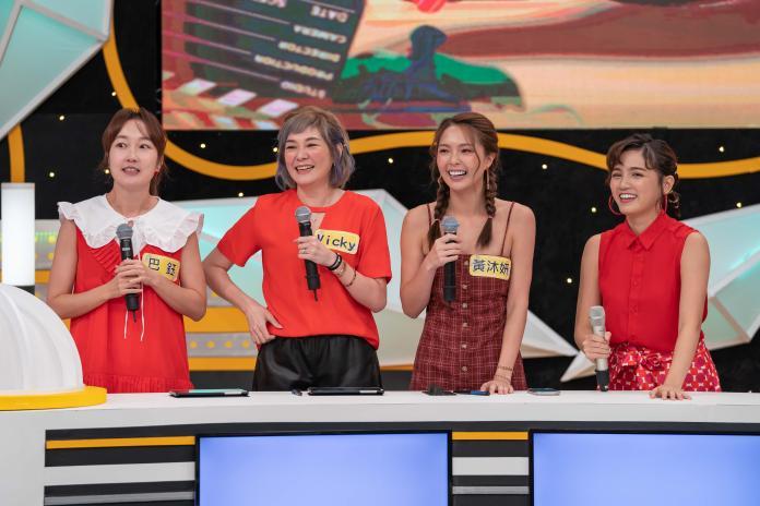▲ 巴鈺(左起)、Vicky、黃沐妍、Dora聊到出國驚險經歷。(圖/TVBS歡樂台提供)