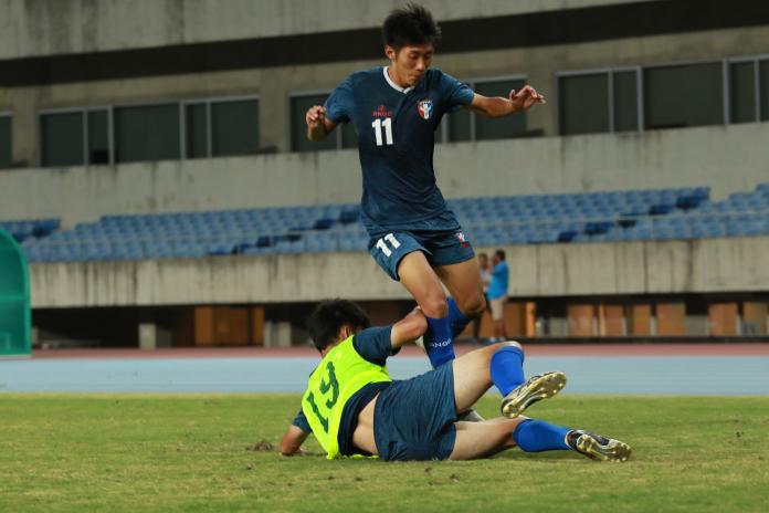 ▲國際邀請賽,U19中華隊小將賽前訓練,陳仕勛(11號)首戰緬甸先發。(圖/中華足協提供)