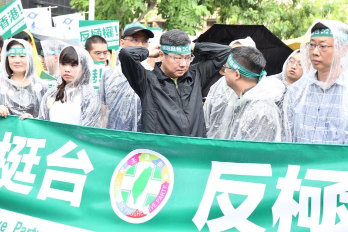 影/台人撐港大遊行 卓榮泰砲轟「我們跟中國不一樣」