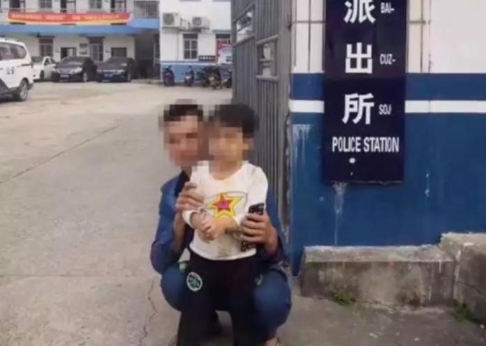 ▲中國大陸廣西一名父親因為喝喜酒太醉,「搞丟」女兒。(圖/翻攝自新聞夜航)