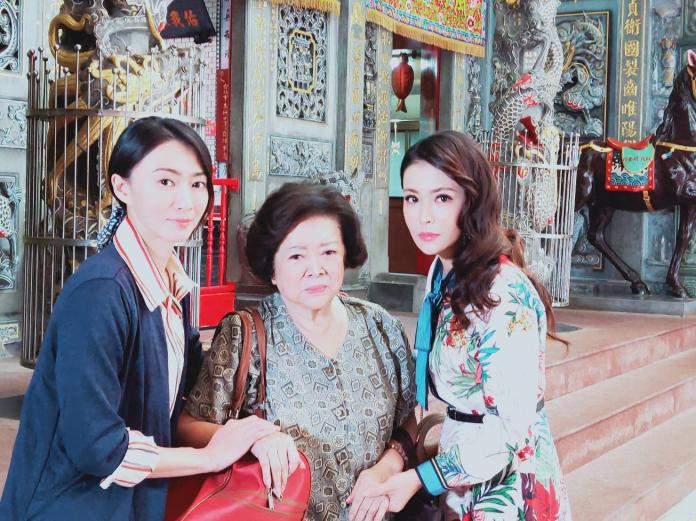 <br> ▲侯怡君(左)分享過去颱風天的拍戲經驗。(圖 / 民視提供)