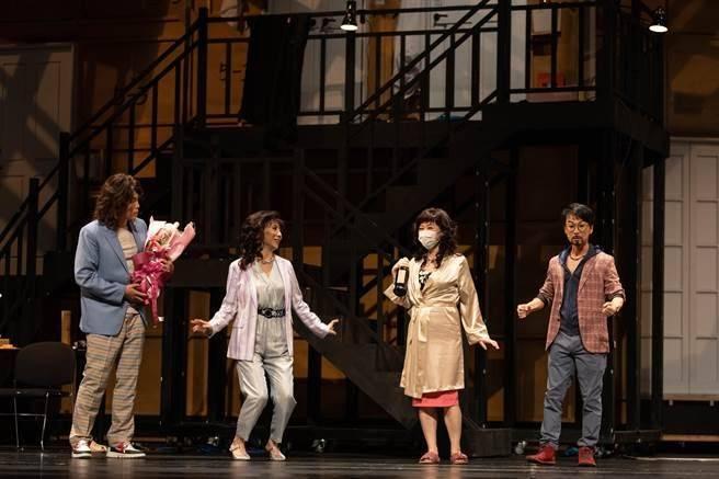 <br> ▲《大家安靜30》充份呈現出人生如戲、戲如人生。(圖/春河劇團提供)