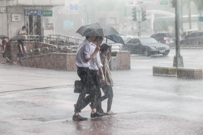 東北風影響台灣!5縣市防大豪雨 吳德榮6字揭天氣型態