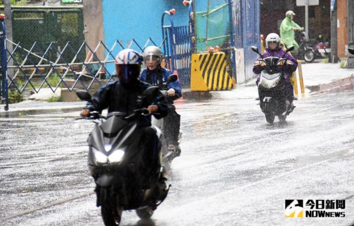 氣象局風雨預測出爐 這縣市周二有機會放颱風假