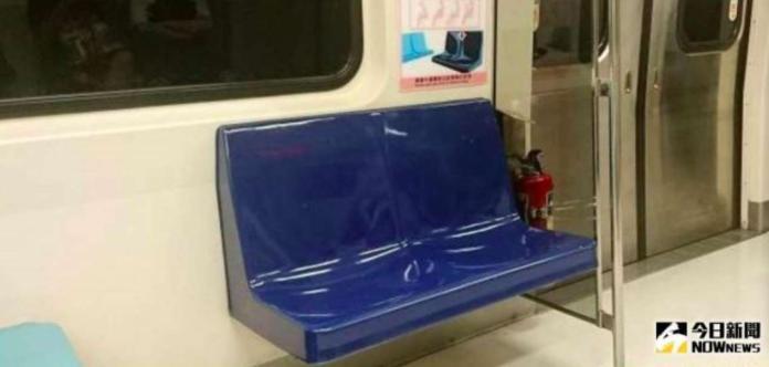 捷運沒坐博愛座也要讓位? 男回嗆「一句」全車廂安靜了