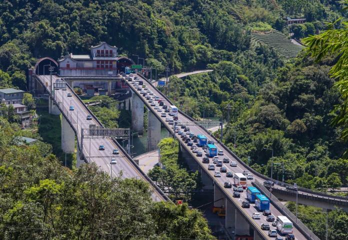 ▲每逢連假國道5號雪山隧道總是大排長龍。(圖/資料照,中央社記者謝佳璋攝)
