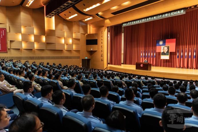 ▲ 國防大學校長王信龍上將主持「軍事深造教育109年班開訓典禮」。(軍聞社記者周力行攝)