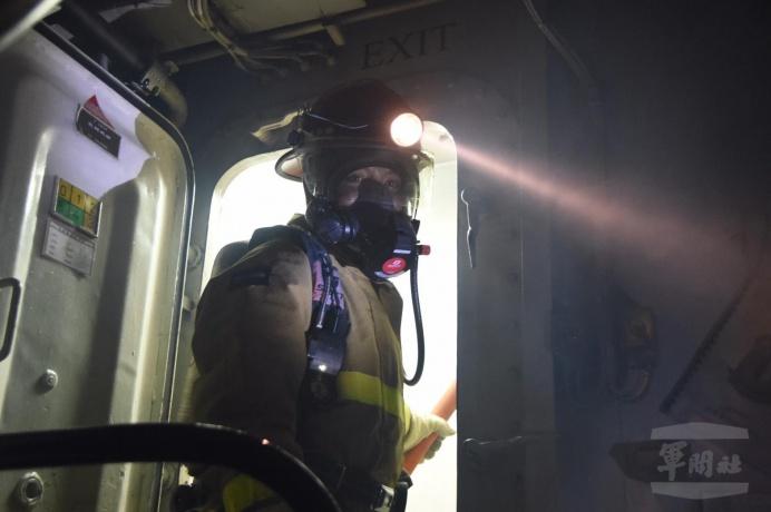 ▲ 海軍康定軍艦示範新式甲操測考過程。(海軍124艦隊提供)