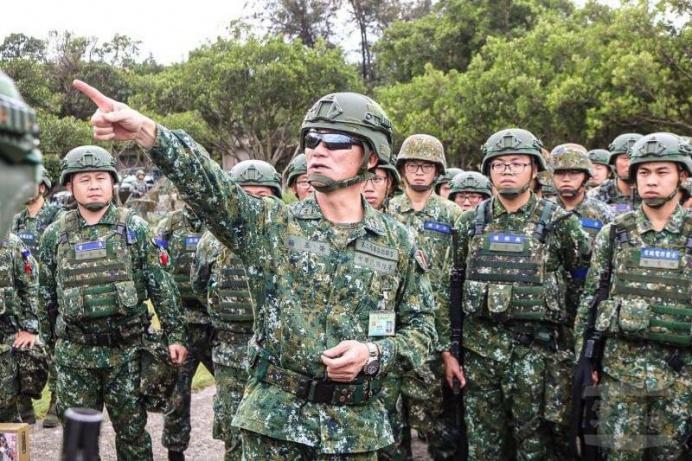 ▲ 陸軍第6軍團指揮官楊中將26日視導542旅官兵操演任務。(陸軍542旅提供)