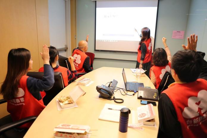 圖說:台新志工針對第十屆提案進行審查