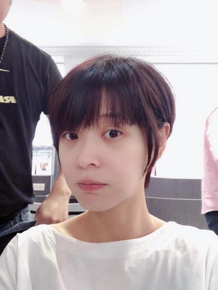 <br> ▲李燕短髮造型曝光。(圖/翻攝臉書)