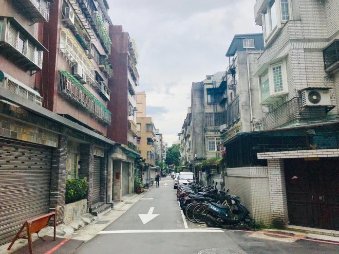 ▲巷弄寬度如果過窄,採光、通風不佳,會對房價造成影響。 (圖/信義房屋提供)