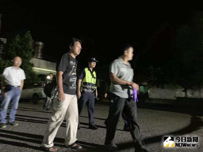 ▲12點45分船主面色凝重地前往醫院指認,確認兩名遺體分別為印尼籍的Wartono和菲律賓籍的Serencio Andree Abregana。(圖/記者宋原彰攝,2019.10.02)