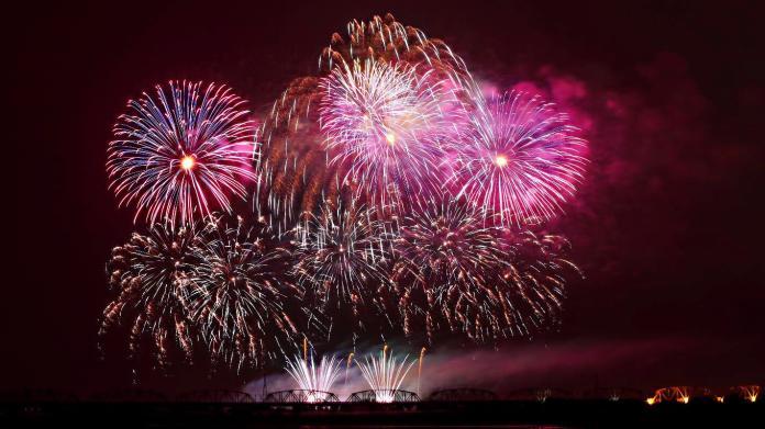 ▲10日將於「屏東河濱公園」施放長達42分鐘的國慶煙火秀。(圖/屏縣府提供)