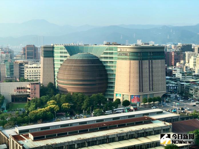 ▲有「史上底價最貴標案」之稱的京華城標案,9月25日成功標售。(圖/記者陳致宇攝)