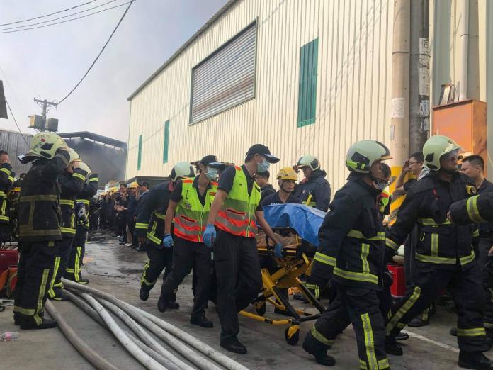 <br> ▲兩名操作熱顯像儀的救災人員失去聯繫﹔消防局成立緊急救援小組搜救,上午8時左右尋獲兩人遺體,確定罹難。(圖/記者柳榮俊翻攝)