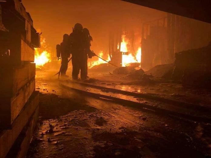 ▲有消防隊員沉痛說出打火兄弟的心聲,「沒人想當英雄,我們只是不想死」,讓人看了鼻酸。(圖/翻攝自爆怨公社臉書)