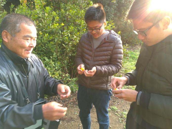 陳奕良(中)修習國際保育課程,前往日本農家住宿