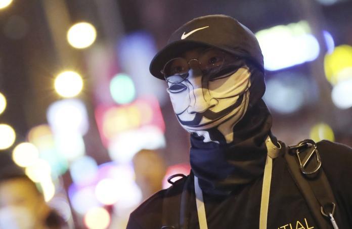 ▲ 港府早前實施《禁蒙面法》,反而促使更多香港民戴口罩、面罩上街。資料照。 (圖/美聯社/達志影像)