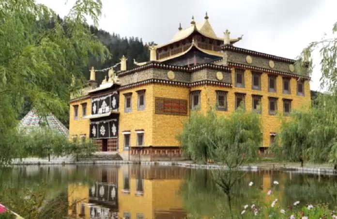 香格里拉第一村!揭開「霞給藏族文化村」的神秘面紗