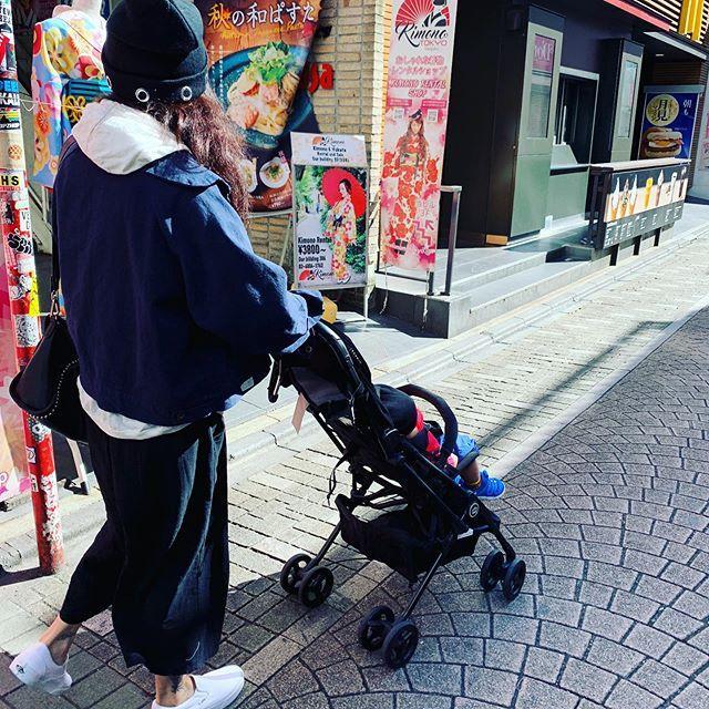 <br> ▲張柏芝PO出推著小王子逛街的背影照。(圖/翻攝IG)