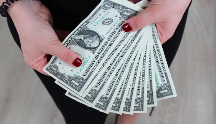 男年薪<b>300萬</b>vs財產3000萬怎選? 答案出乎意料:賺翻了