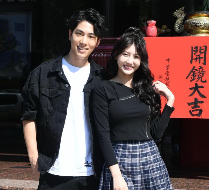 <br> ▲子閎與女友四葉草參與《若是一個人》。(圖/華視提供)