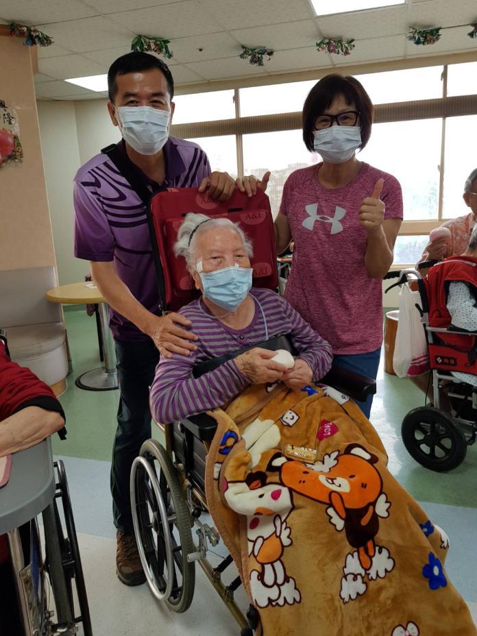 護理之家慶重陽 祝福長輩活力久久