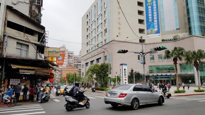 ▲台北市信義區吳興街生活機能強、就業人口多,致使房價便宜的公寓產品交易熱絡。(圖/信義房屋提供)