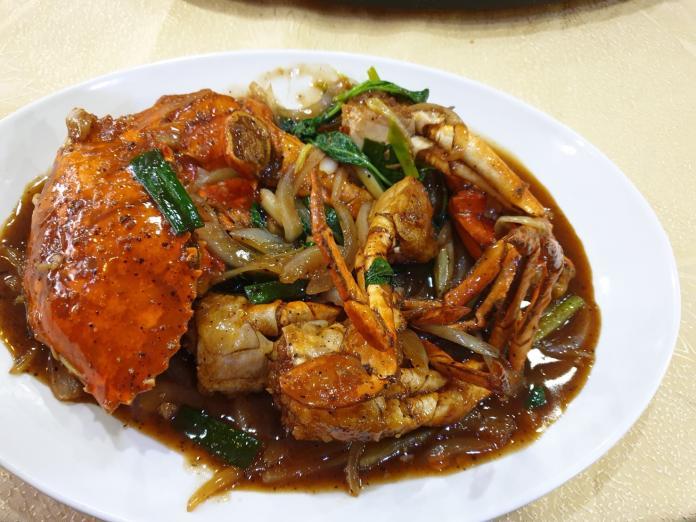 <br> ▲台中市大祥海鮮屋的秋蟹料理很澎派,可依客人口味客制化烹調,這道黑胡椒螃蟹另有風味。(圖/金武鳳攝)