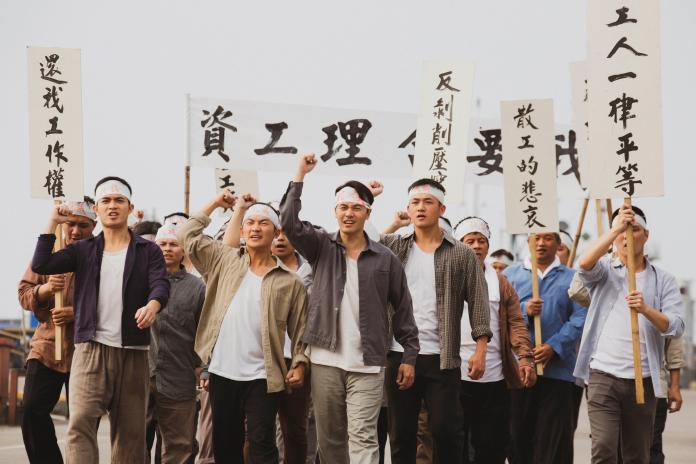 <br> ▲黃文星與蔡昌憲率領散工遊行罷工。(圖 / 公視提供)