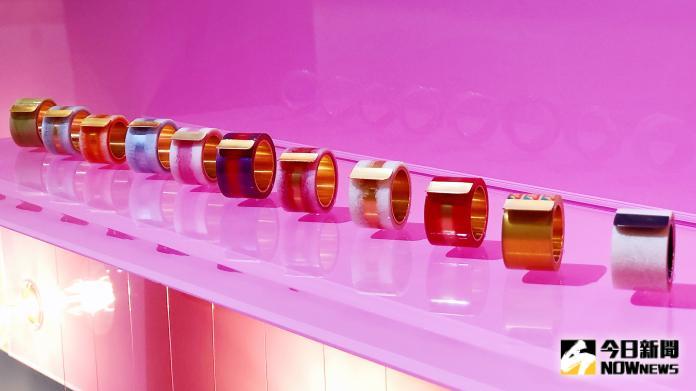 <br> ▲TESA RING系列特別之處在於透明膠帶與唇紋的結合。(圖/記者陳美嘉攝)