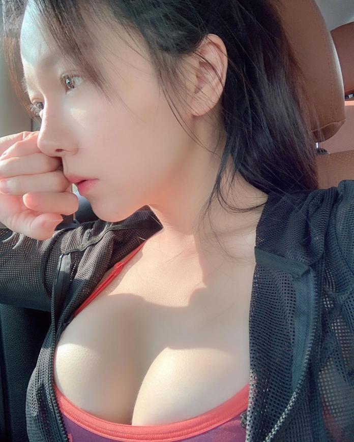 <br> ▲大陸美妝師娘娘有著火辣身材。(圖/翻攝 IG angel520jay )