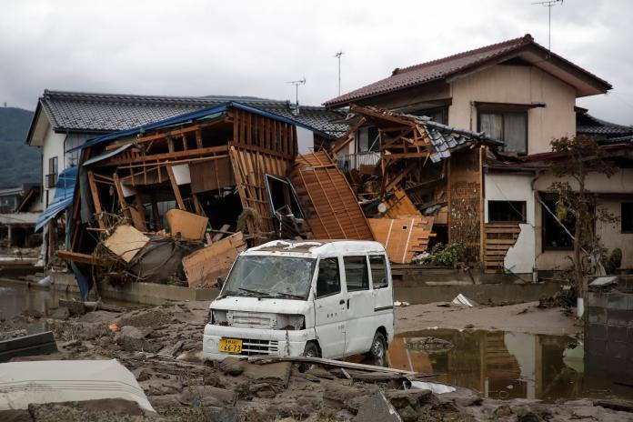 ▲哈吉貝颱風已在日本造成 74 死的慘劇,後續恐還需投入大筆資金重建。(圖/美聯社/達志影像)