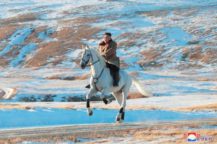 ▲北韓最高領導人金正恩,先前曾以「白馬王子」之姿,登上被當地視為「革命聖山」的白頭山。(圖/美聯社/達志影像)