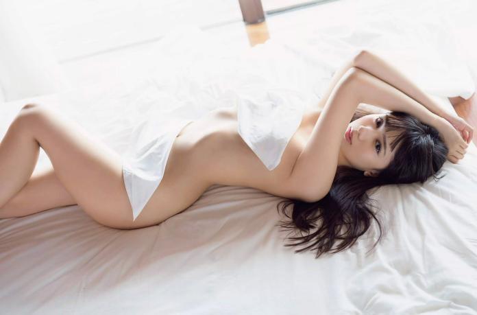 20歲獻出<b>第一次</b> 女星全裸滾床完美「S曲線」全都露