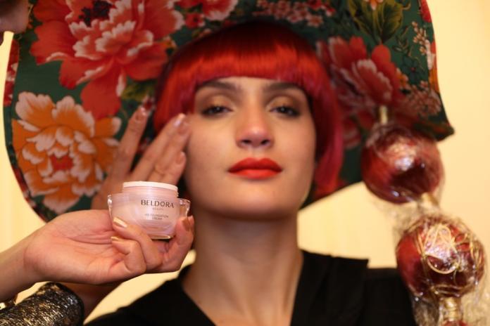 台灣之光「粉鑽瓶」驚艷巴黎時裝周 引頂尖彩妝師關注