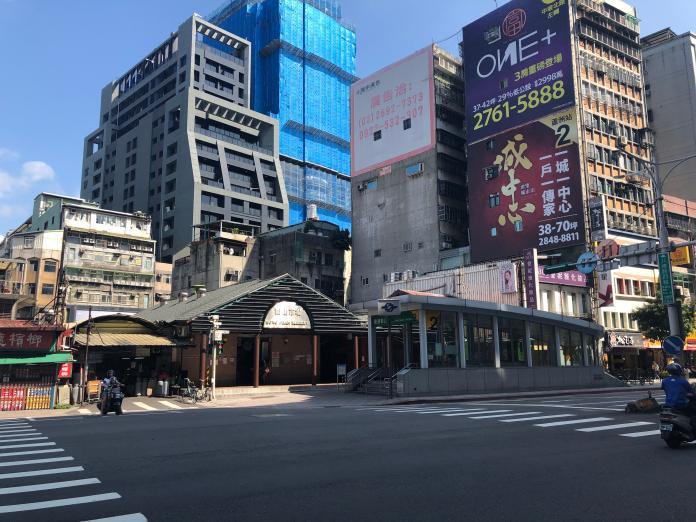 ▲台北市松山車站周邊為早期開發區,近年新大樓多經由老屋都更或改建而來。(圖/信義房屋提供)