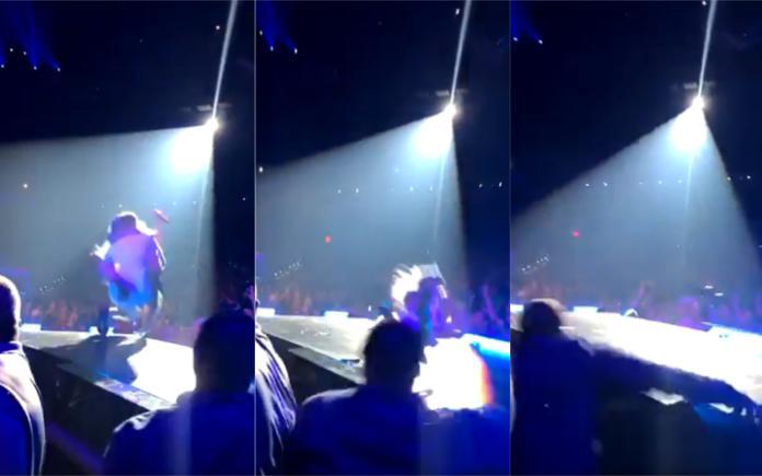 <br> ▲女神卡卡從演唱會舞台重摔台下,駭人畫面曝光。(圖/@ThePopHub)