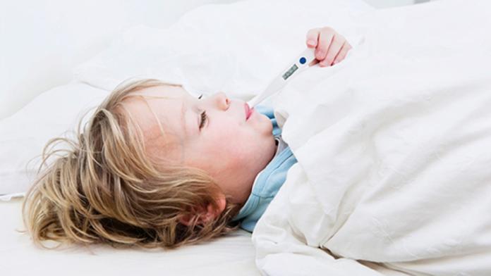 喉嚨痛、<b>草莓舌</b>、皮膚紅疹 當心引起心臟併發症!