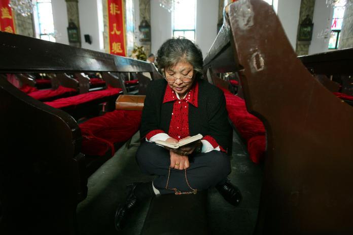 ▲中國大陸政府自去年起禁止網上零售商銷售聖經,導致境內聖經供不應求。(圖/美聯社/達志影像)