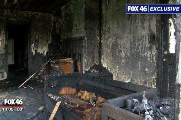 <br> 清晨的大火燒毀房舍以及所有物品(圖/FOX 46 Charlotte)