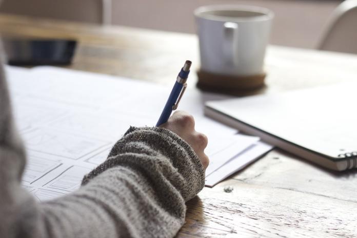 ▲女大生交白卷卻獲高分。示意圖。(圖/ Pixabay  )