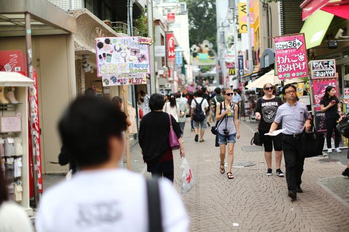 <br> ▲有網友在 PTT 八卦版提到日本旅遊,疑惑表示台灣人不愛走路,到巷口都要騎車或開車,為何去日本旅遊就變得愛走路?貼文立刻引發網友熱議,紛紛解析背後原因。(示意圖/翻攝自 Pixabay )