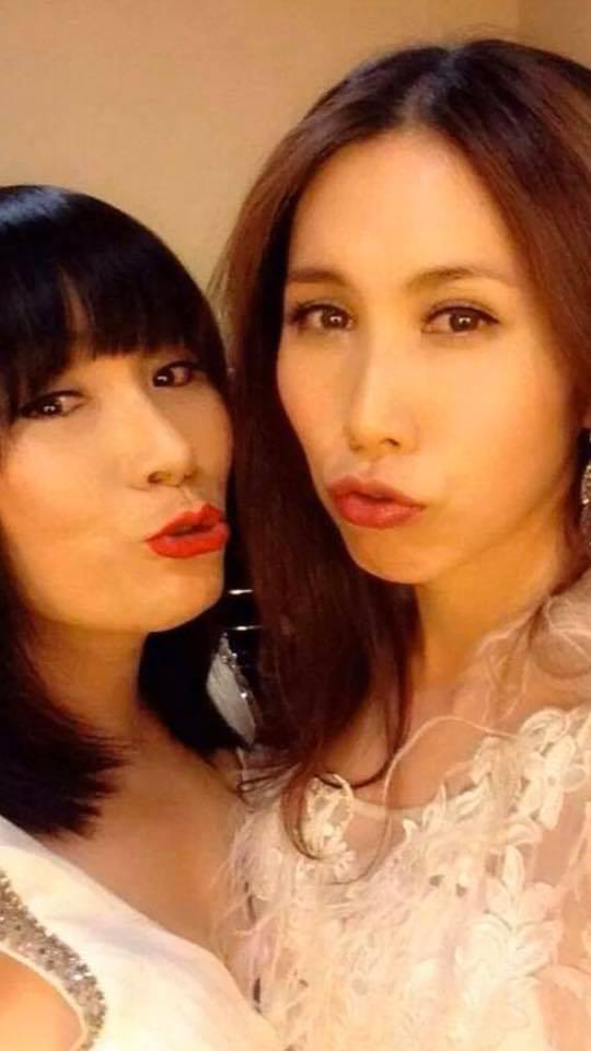 ▲李亞萍(左)獲悉愛女癌症復發情緒潰堤。(圖/翻攝臉書)